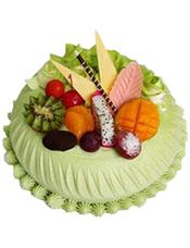 抹茶蛋糕,时令水果装饰。