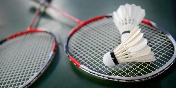打羽毛球需要哪些护具 手腕疼怎么治